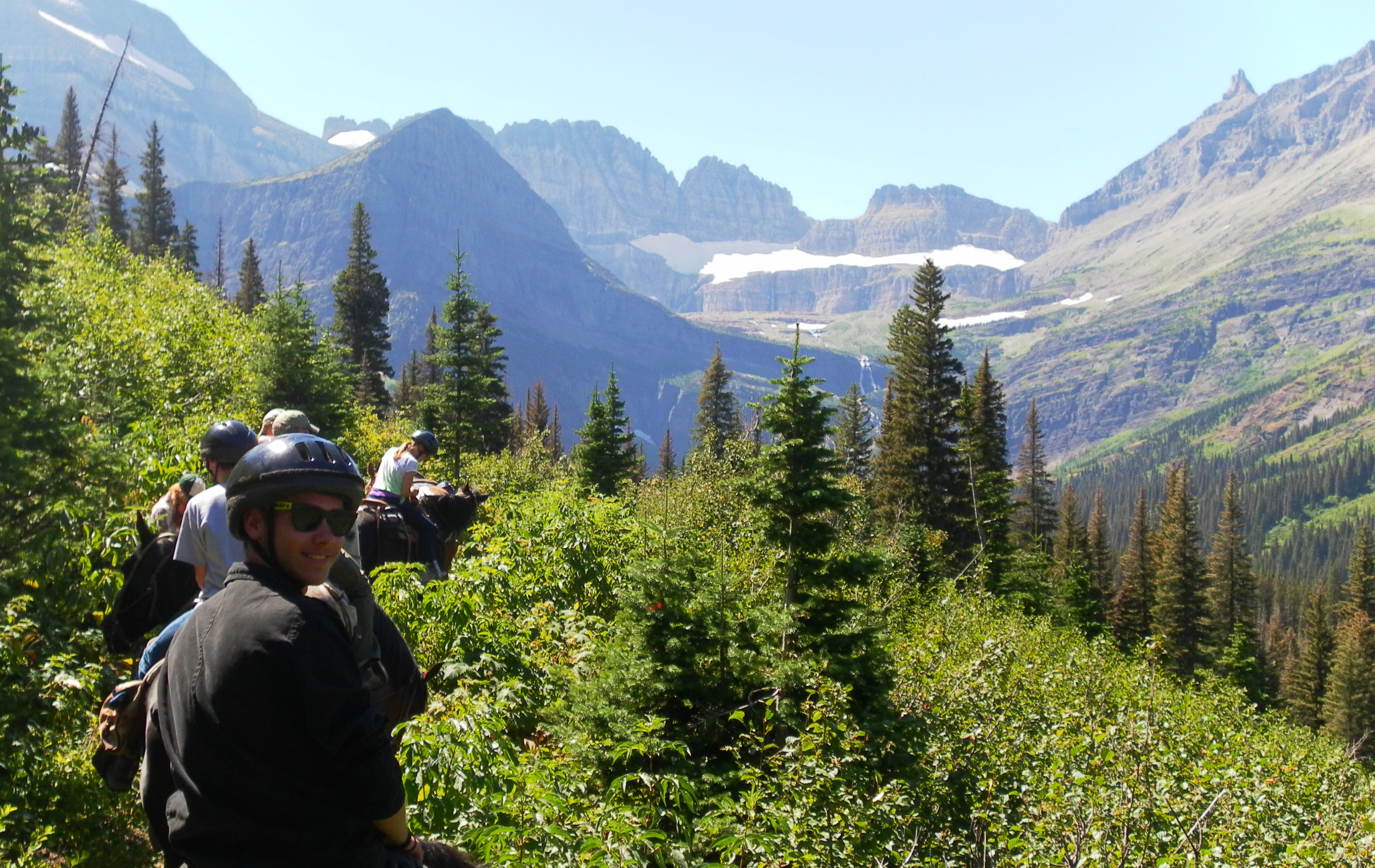 trail-riding-at-many-glacier