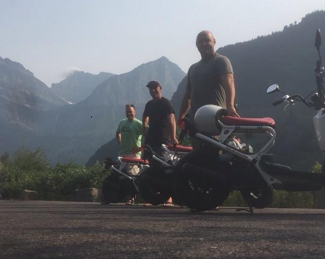 moped-rental-guests-mountain-background-2